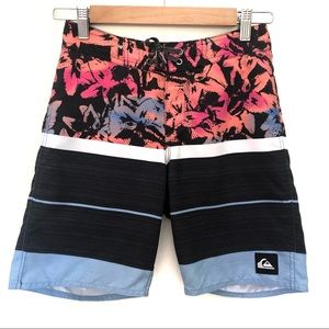 Quiksilver Sz 12 Boys Board Shorts 26 Velcro and tie up front
